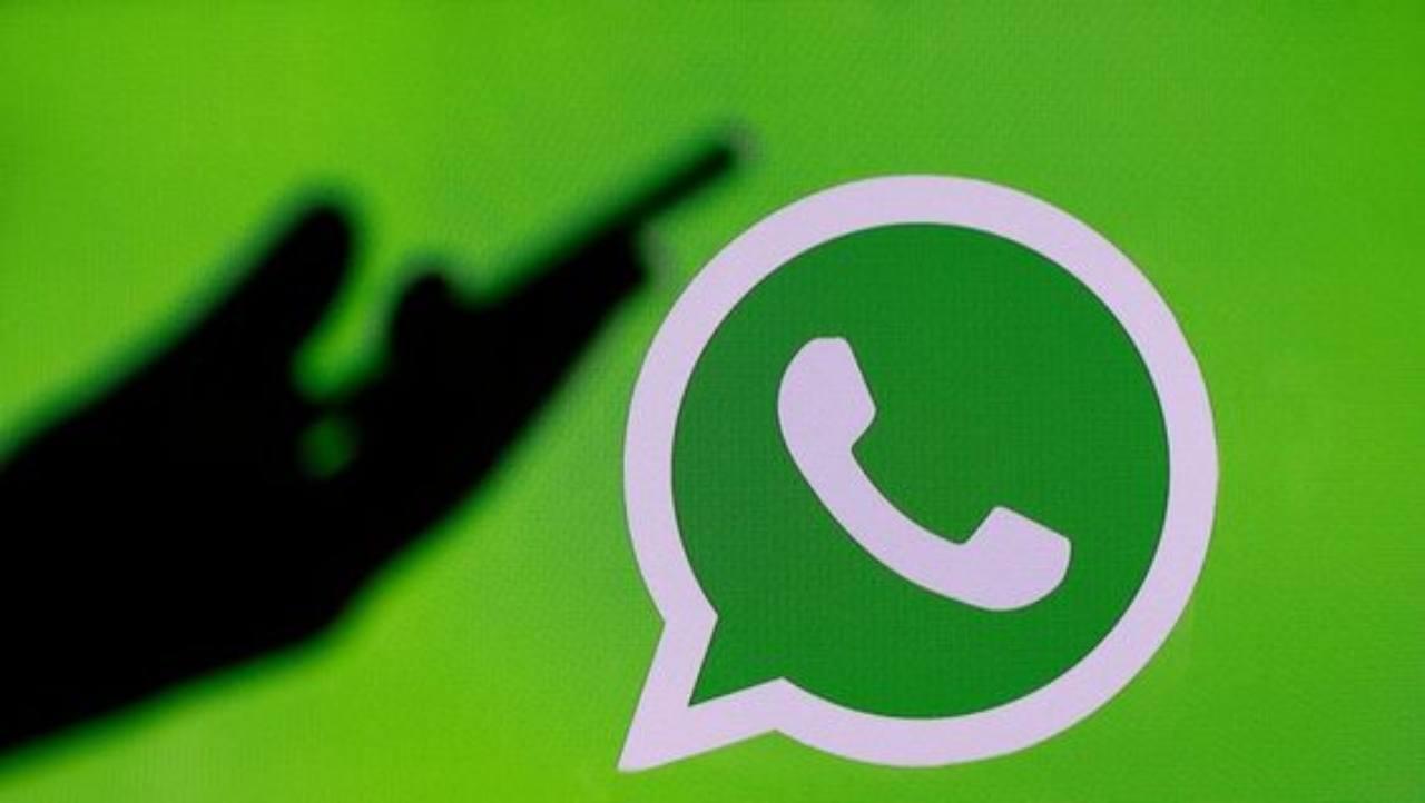 Whatsapp rilascia la nuova versione beta: tra tante novità colorate e l'attesissima modalità notturna