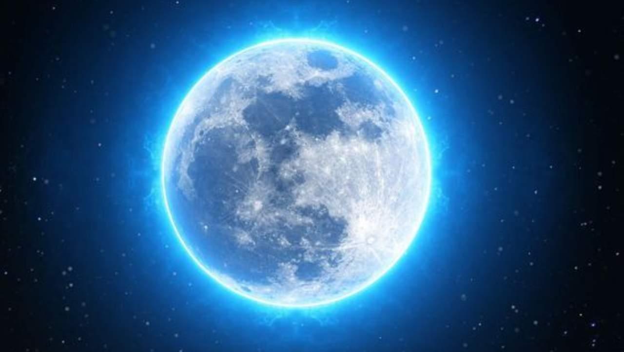 E' il momento della Luna Blu: ecco quando arriva e come prepararsi a vederla (e fotografarla)