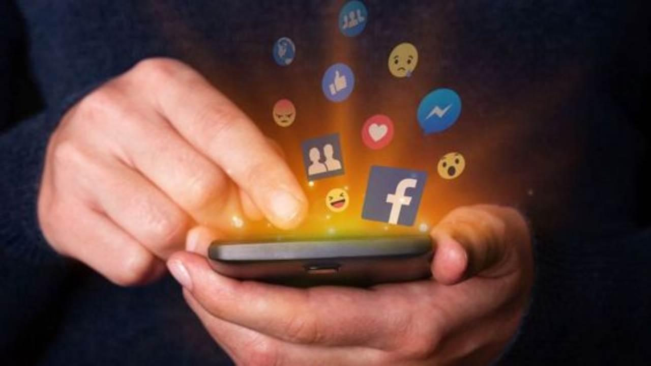Cosa succede se colleghiamo un vecchio cellulare e lo usiamo come ripetitore casalingo?