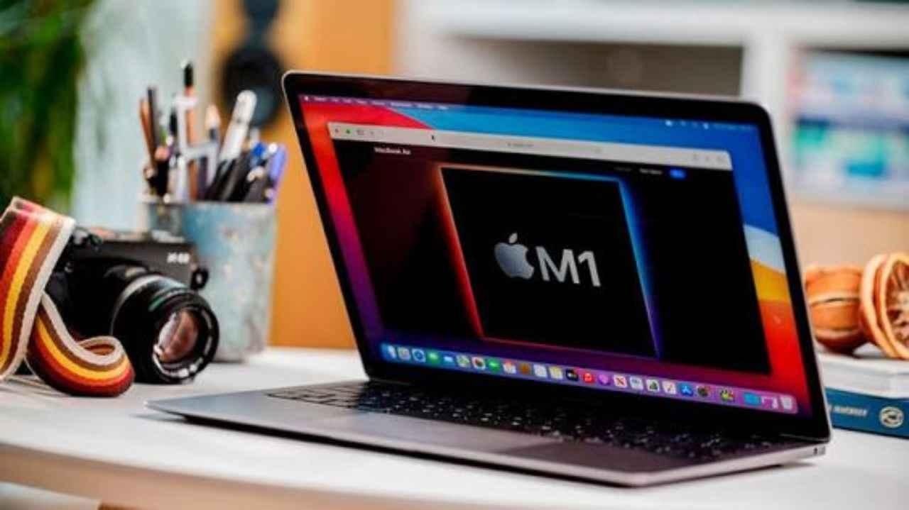 È quasi realtà il doppio schermo su MacBook: ecco il brevetto che lo prevede in futuro