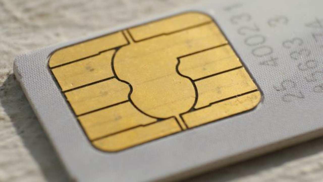 Le SIM digitali con tariffe low cost minacciano quelle tradizionali: è guerra tra fisico e digitale