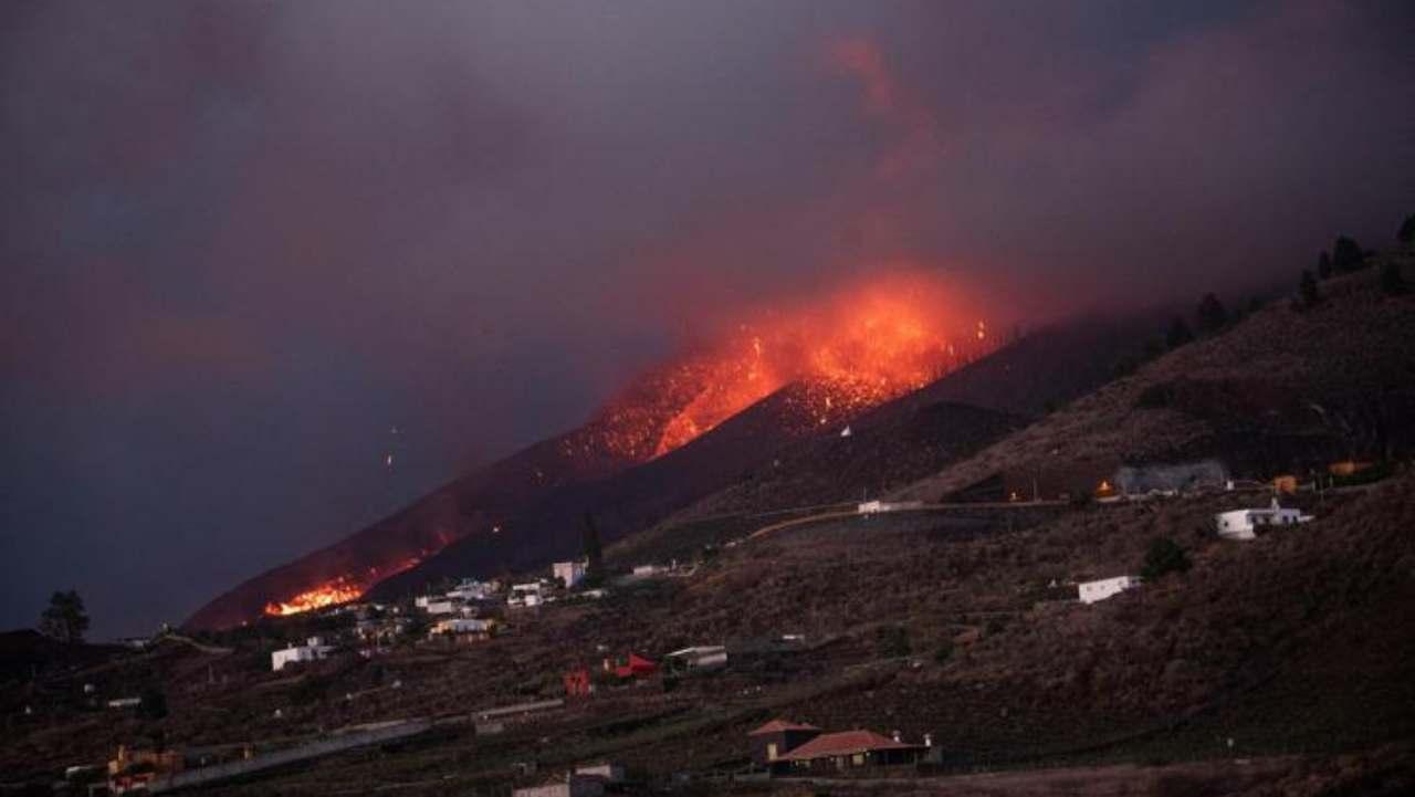 Erutta il vulcano La Palma alle Canarie: le immagini lasciano senza parole