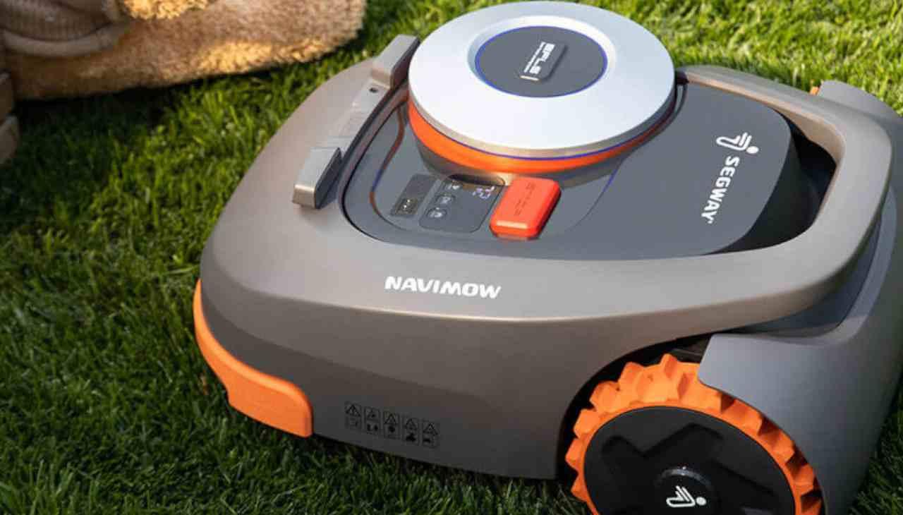 Ninebot Segway, l'ultima trovata di Xiaomi per tagliare l'erba. Un robot giardiniere al vostro servizio